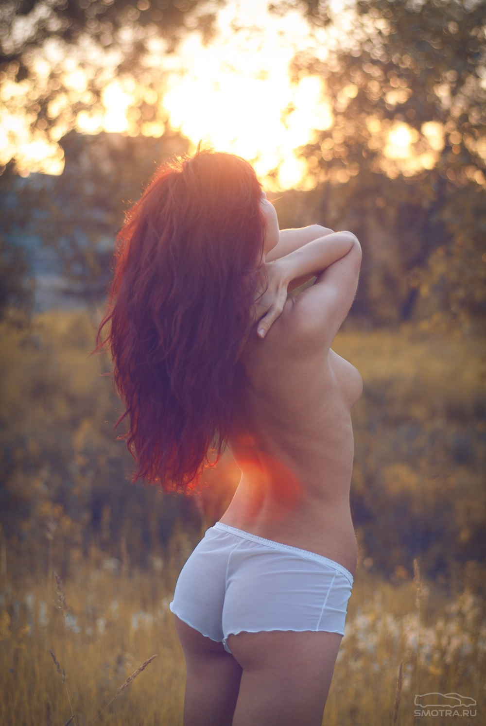Рыжие девушки фото сзади голые 12 фотография