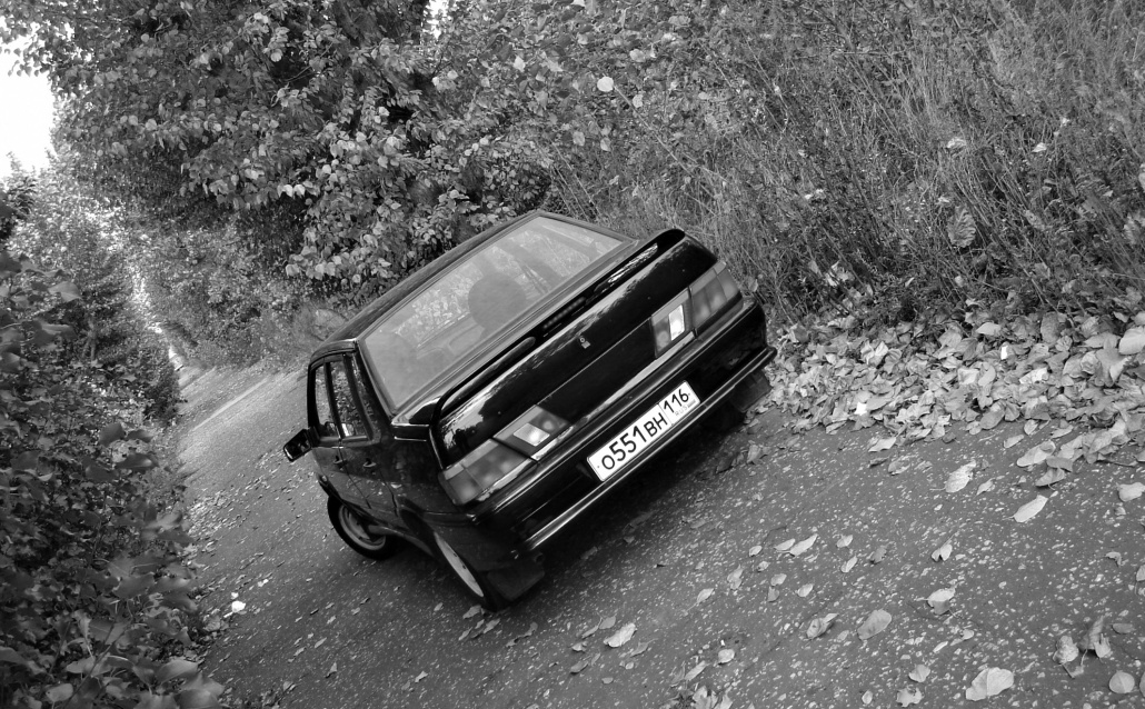 Черный седан