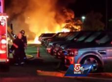 На дилерской парковке Land Rover сгорело 20 автомобилей