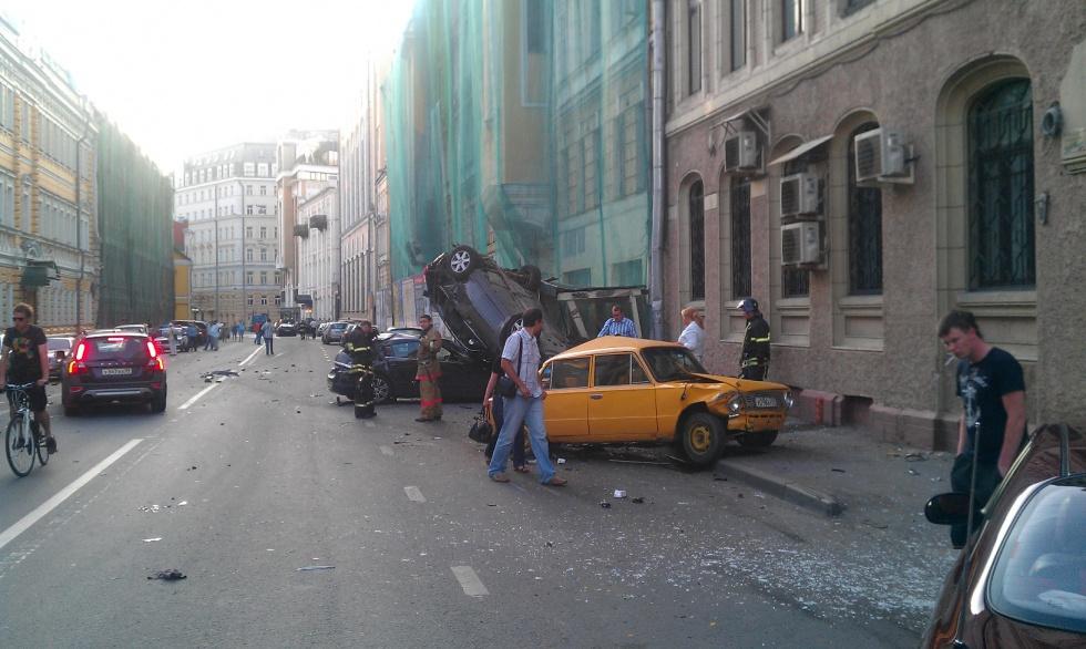 Фото/видео свежее ГТР расхлестал несколько машин в Москве | Происшествия ДТП